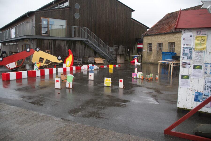 Figurer dukker op på havnen 1. Foto af Niels Solholm